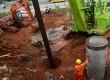 Pengerjaan proyek pembangunan kereta ringan (LRT) di kawasan Cibubur, Jakarta Timur, Senin (14/12).  (foto : MgROL_54)