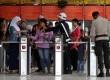 Penumpang melintasi pintu tiket elektronik Kereta Rel Listrik (KRL) saat keluar Stasiun Tanah Abang, Jakarta Pusat, Jumat (28/6). (Republika/Prayogi)