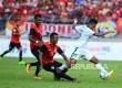 Pesepakbola IndonesiaOsvaldo Haay ditekel oleh pemain Timor Leste pada Sea Games 2017 di Stadion Selayang, Malaysia, Ahad (20/8). Pada pertandingan ini Indonesia menang 1-0 Timor Leste.