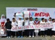 Peserta Mahaka Kids dari Congrezzkid Kidzania serta SD Azhari Islamic School saat melakukan kunjungan ke Kantor Redaksi Republika, Jakarta, Jumat (29/5).