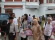 Peserta Melancong Bareng Abah Alwi memulai perjalan dari kantor Harian Republika, Jakarta, Minggu, 30/101. (Republika Online/Fafa)