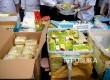 Petugas Badan Narkotika Nasional (BNN) menunjukan barang bukti narkotika jenis sabu dan pil ekstasi sebelum dilakukan pemusnahan di Kantor BNN, Jakarta,Kamis (16/3).