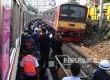 Petugas dari PT KAI sedang melakukan evakusi gerbong kereta di kawasan Manggarai, Jakarta Selatan, Rabu (18/5). (Republika/Tahta Aidilla)