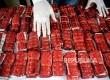 Petugas menunjukan  barang bukti saat rilis kasus narkoba di Rumah Sakit Polri Kramat Jati, Jakarta Timur, Selasa (17/1).