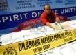 Petugas menunjukan ribuan barang bukti ekstasi yang berhasil disita di halaman Gedung Direktorat Tindak Pidana Narkoba Bareskrim Polri, Cawang, Jakarta Timur, Jumat (15/3).  (Republika/Prayogi)