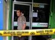 Polisi melakukan olah tempat kejadian perkara di kantor Pegadaian yang dirampok di Jalan Cipeta Raya, Jakarta Selatan, Senin (5/11).    (Yasin Habibi)