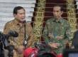 Presiden Joko Widodo bersama Ketua Dewan Pembina Partai Gerindra Prabowo Subianto.