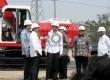 Presiden Joko Widodo beserta rombongan meninjau proyek pembangunan LRT, saat peletakan batu pertama (groundbreaking) tahap I di Jakarta, Rabu (9/9). (Republika/Agung Supriyanto)
