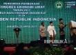 Presiden Joko Widodo (kanan) bersama Ketua MUI Ma'ruf Amin (tengah) dan Menteri Koordinator Perekonomian Darmin Nasution (kiri) menabuh bedug saat membuka Kongres Ekonomi Umat 2017 di Jakarta, Sabtu (22/4).