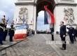 President Emmanuel Macron menghadiri upacara di Pusara pahlawan tak dikenal di Arc de Triomphe, Paris, Senin (15/5) dini hari.