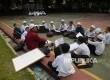 Puluhan siswa mengikuti Pesantren Ramadhan Pembinaan Anak Asuh Mesjid Agung Sunda Kelapa (Paska) Ramadan 1438 H di pelataran Mesjid Agung Sunda Kelapa, Jakarta, Kamis (8/6).