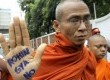 Ratusan Biksu Budha Myanmar menggelar demontrasi menolak keberadaan Muslim Rohingya.