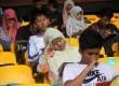 Ratusan peserta mengikuti uji coba Seleksi Bersama Masuk Perguruan Tinggi Negeri (SBMPTN) Akbar di Stadion GBK, Senayan, Jakarta, Ahad (15/6). (Republika/Yasin Habibi)
