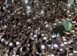 Ribuan jamaah mengiringi kepergian jenazah almarhum ustaz Jefry Al Buchori usai dishalatkan di Masjid Istiqlal, Jakarta Pusat, Jumat (26/4).   (Republika/Adhi Wicaksono)