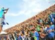 Ribuan suporter fanatik klub sepkbola PSIS Semarang yang tergabung dalam Panser Biru di Stadion Jatidiri, Semarang, Jawa Tengah, Sabtu (21/4). (Republika/Aditya Pradana Putra)