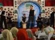 Salah satu grup nasyid tampil pada Festival Nasyid yang digelar Republika bekerjasama dengan iHAQI di Gedung Landmark, jalan Braga, Bandung, Kamis (2/5) malam. (Republika/Edi Yusuf)