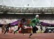 Sarah Attar saat mulai bertanding pada babak penyisihan lari 800m putri di Stadion Olympic, London, Rabu (8/8).  (Lucy Nicholson/Reuters)
