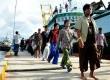 Sejumlah Anak Buah Kapal (ABK) WN Myanmar, Laos dan Kamboja yang bekerja di PT. PBR Benjina tiba di PPN Tual, Maluku, Sabtu (4/4).