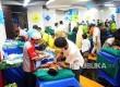 Sejumlah anak kurang mampu mengikuti khitanan massal seusai yang diselenggaran dalam HUT ke-56 Bank BJB di Jakarta, Ahad (14/5).