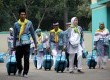 Sejumlah calon jamaah haji bersiap untuk berangkat ke tanah suci di Asrama Haji Pondok Gede, Jakarta, Rabu (2/10).    (Republika/Yasin Habibi)