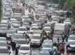 Sejumlah kendaraan terjebak kemacetan menjelang waktu berbuka puasa di Jalan Gatot Soebroto, Jakarta Pusat, Kamis (9/6). (Republika/Yasin Habibi)