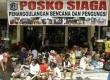 Sejumlah warga masih mengungsi di posko kantor kelurahan Penjaringan, Jakarta Utara, Kamis (24/1). (Republika/Adhi Wicaksono)