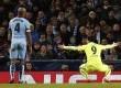Selebrasi Luis Suarez usai jebol gawang Manchester City dalam lanjutan babak 16 besar liga Champions (25/2).