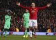 Selebrasi Zlatan Ibrahimovic setelah mencetak gol ke-3 ke gawang St.-Etienne di Stadion Old Trafford dalam pertandingan Babak 32 besar Liga Eropa