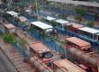 Suasana aktifitas naik turun penumpang di Terminal Blok M, Jakarta Selatan, Senin (11/8).(Republika/Raisan Al Farisi)