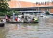 Suasana banjir yang merendam Pluit Village di kawasan Penjaringan, Jakarta Utara, Ahad (20/1). (Republika/Rakhmawaty La'lang)
