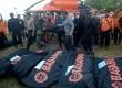 Tim gabungan Basarnas melakukan proses evakuasi korban pesawat Aviastar DHC6/PK-BRM di Desa Ulu Salu, Kecamatan Latimojong, Kabupaten Luwu, Sulawesi Selatan, Selasa (5/10).