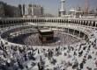Umat Islam menjalankan ibadah di Makkah.