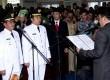 Wagub Banten Rano Karno (kanan) melantik pasangan walikota Tangerang Arief R Wismansyah (dua kiri) dan Syachrudin (kiri) di Gedung DPRD Kota Tangerang, Banten, Selasa (24/12).  (Antara/Muhammad Iqbal)