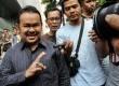Walikota Serang Tubagus Haerul Jaman (kiri) menanggapi pertanyaan pers usai diperiksa terkait kasus suap sengketa Pilkada Lebak di Gedung KPK, Jakarta, Selasa (4/3). (Republika/Aditya Pradana Putra)