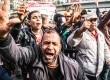 Warga Mesir menggelar demonstrasi dalam rangka perayaan Revolusi Mesir di Kairo pada Ahad (25/1).