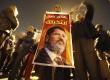 Warga Mesir pendukung Presiden Muhammad Mursi memberikan dukungannya dalam aksi unjuk rasa di Rabaa El Adaweya di Kairo, Ahad (9/12). (Reuters/Amr Abdallah Dalsh)