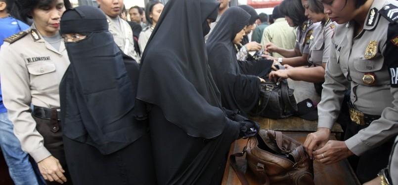 [Image: suasana-sidang-ustaz-abu-bakar-ba-asyir-...55-728.jpg]