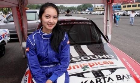 Diandra Gautama, Pembalap Wanita Muda Dan Cantik Di Isom 2012 [ www.BlogApaAja.com ]