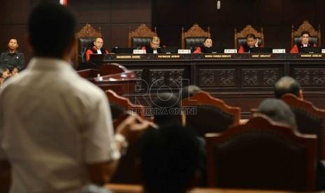 Suasana sidang lanjutan Perselisihan Hasil Pemilihan Umum (PHPU) Pilpres 2014 di Gedung MK, Jakarta, Kamis (14/8). (Republika/Agung Supriyanto)