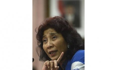 Menteri Kelautan dan Perikanan Susi Pudjiastuti memberi keterangan pers di kantor KKP, Jakarta, Jumat (21/11).  (Antara/Fanny Octavianus)