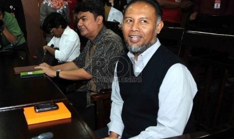 Wakil Ketua KPK Bambang Widjojanto mendatangi Gedung Ombudsman Republik Indonesia, Kamis (29/1).   (Republika/Agung Supriyanto)