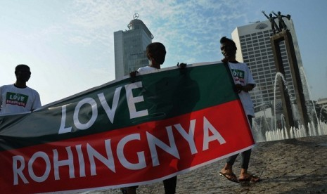 A group of people in Jakarta on Thursday, hold a peaceful protest on Rohingya issues as they also urge the UN to interfere.