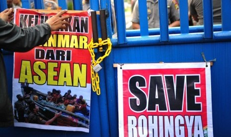 A number of protestor was hold a rally to support Myanmar...