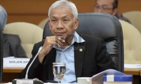 DPR Desak Pemerintah Bentuk TPF Usut Penyiraman Novel
