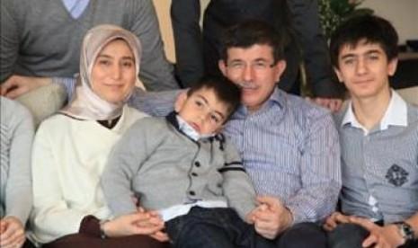 Ahmet Davutoglu bersama keluarganya.