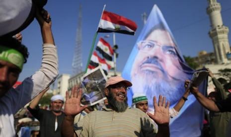 Usai Shalat Subuh, Pendukung Mursi Dikabarkan Diserang Militer