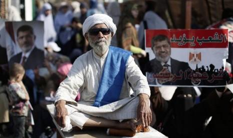 Mursi di Nasser City, Kairo, Mesir, Kamis (4/7). (AP/Hassan Ammar