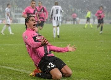 Alessandro Matri, pemain Juventus, melampiaskan emosinya usai menjebol jala Udinese di laga Seri A Italia di Turin pada Sabtu (28/1).