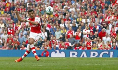 Dua Gol Sanchez Beri Arsenal Tiga Angka