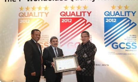 """Alfamart meraih penghargaan """"5-Star"""" World Class Quality Achievement dari Majalah SWAsembada"""
